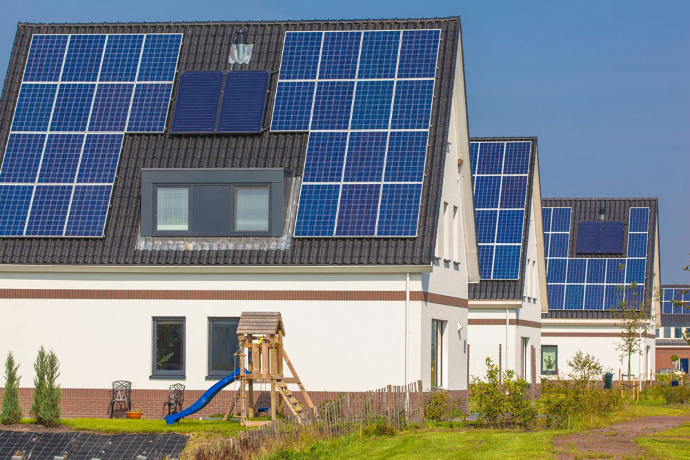 new-houses-with-solar-panels-in-a-modern-street